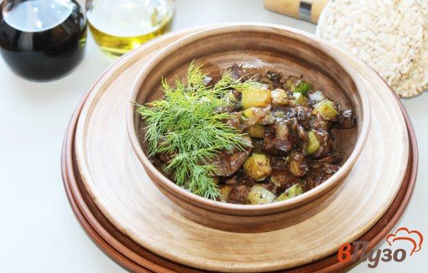 фото рецепта: Куриная печень с кабачками и грибами тушеная с соусом Терияки