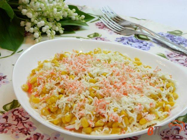 фото рецепта: Салат Нежность с крабовыми палочками и яблоком