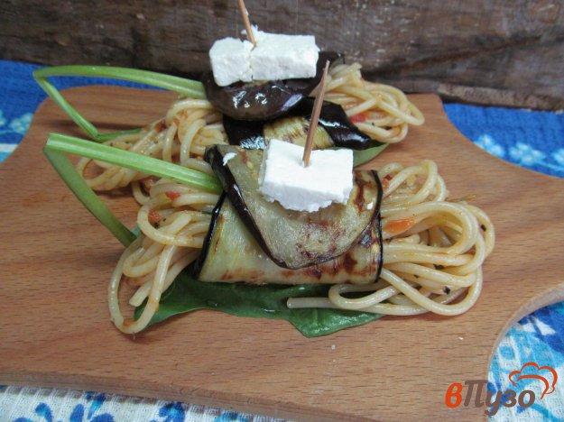 фото рецепта: Рулеты из баклажана с пастой