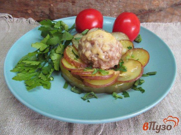 фото рецепта: Запеченный картофель с фрикадельками