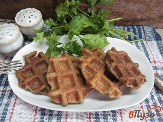 фото рецепта: Печеночные вафли с укропом