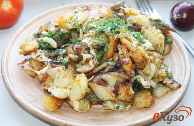 фото рецепта: Жареный картофель с грибами и сыром
