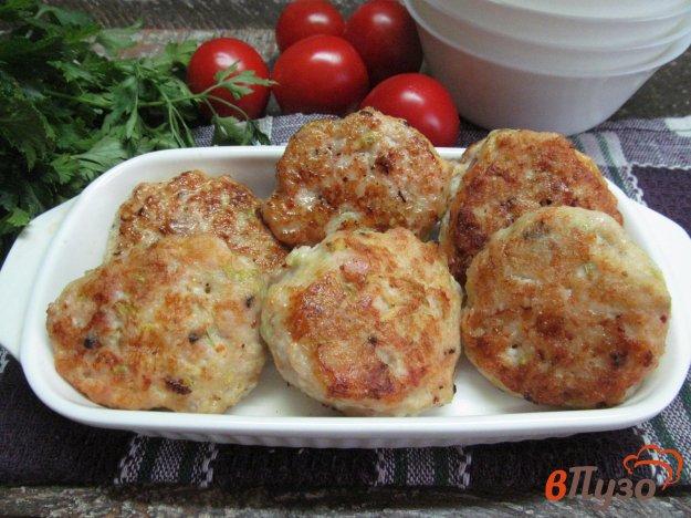 фото рецепта: Котлеты из курицы и кабачка