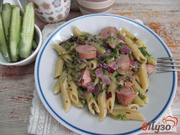фото рецепта: Пенне с сосисками и кабачком