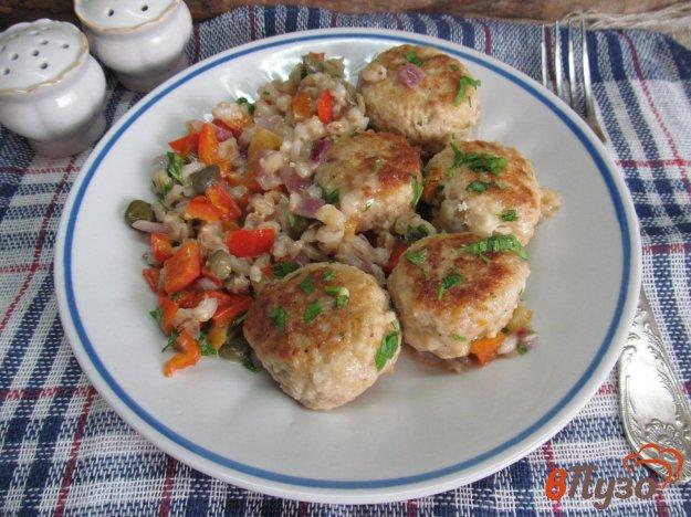 фото рецепта: Куриные тефтели с перловой крупой