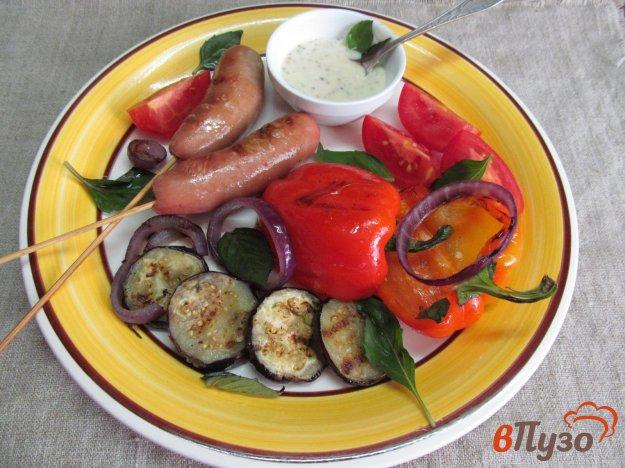Жареные сосиски с овощным гриль