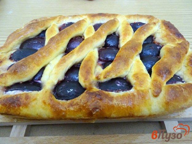 фото рецепта: Дрожжевой пирог со сливами