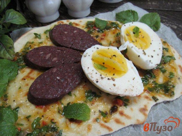 фото рецепта: Лепешка с яйцом и абрикосовым чатни