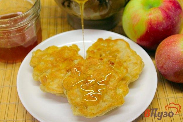 фото рецепта: Оладьи с яблоком и корицей