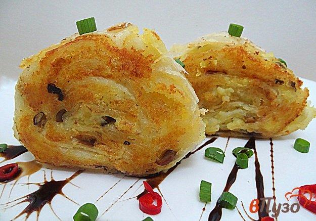 фото рецепта: Рулет из лаваша с картофелем и грибами