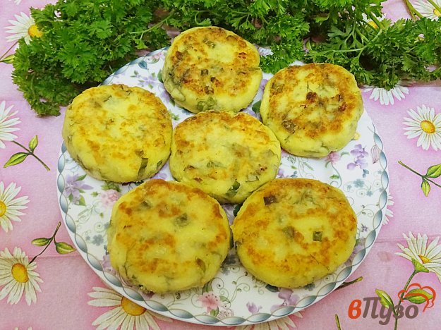 фото рецепта: Сырники с зелёным луком