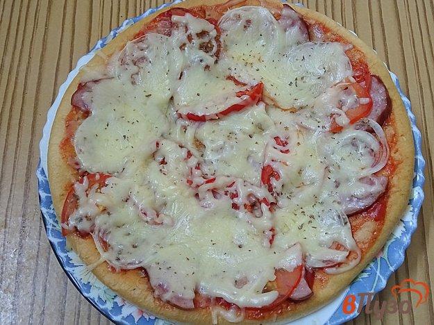 фото рецепта: Пицца из готовых коржей в микроволновке за 3 минуты