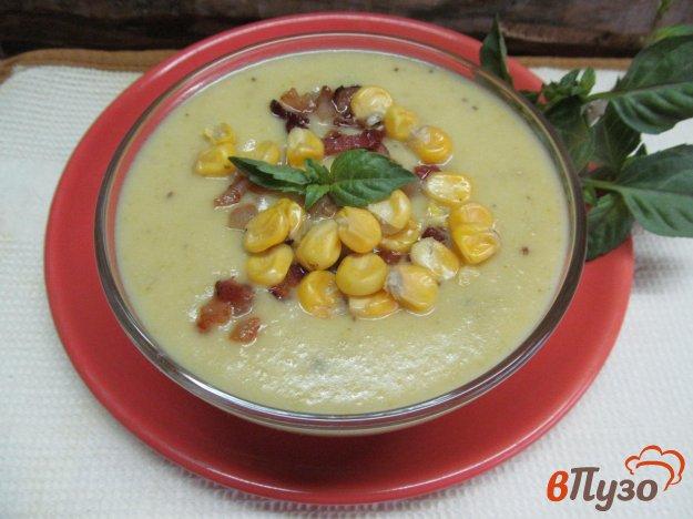 фото рецепта: Крем-суп из капусты романеско и картофеля с кукурузой и беконом