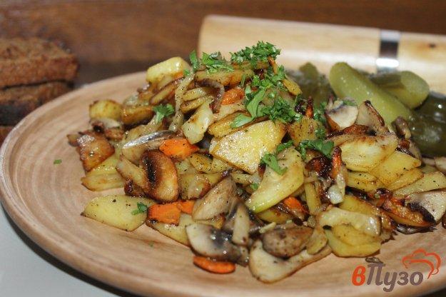 фото рецепта: Картофель жареный с грибами, кабачком и морковью