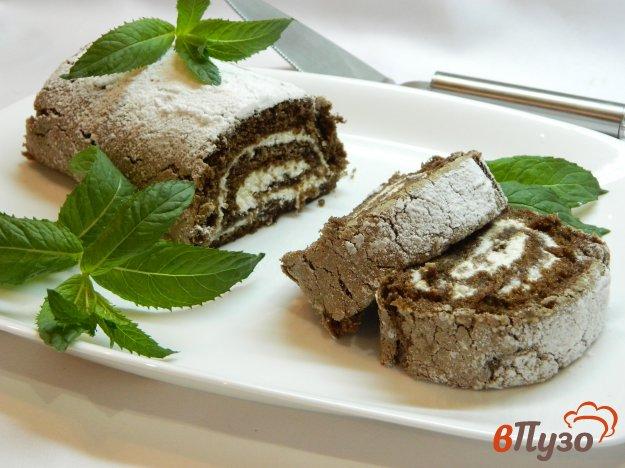 фото рецепта: Шоколадный рулет с творожной начинкой