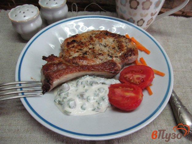 фото рецепта: Свиной стейк под соусом из хрена с каперсами