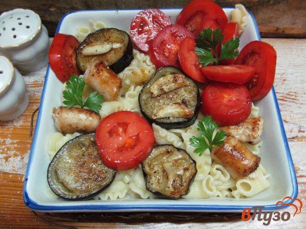фото рецепта: Макароны с баклажаном и куриными колбасками