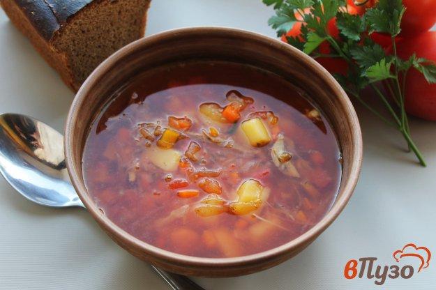 фото рецепта: Борщ с тушенкой и свежими помидорами