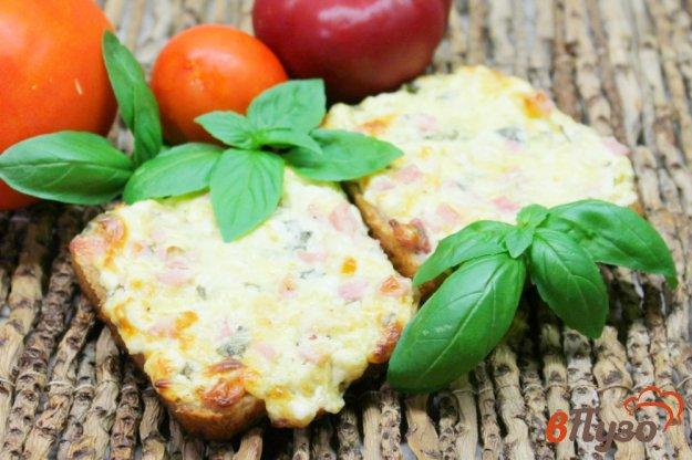 фото рецепта: Горячие бутерброды с брынзой и колбасой