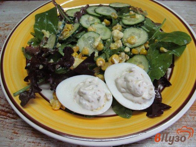 фото рецепта: Салат с огурцом кукурузой и яйцом