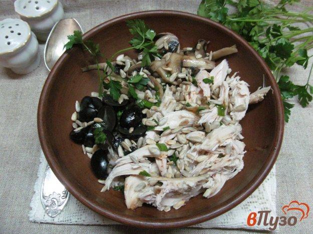 Салат с грибами курицей и виноградом новые фото