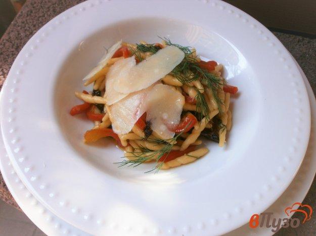 фото рецепта: Паста трофие с болгарским перцем и сушеными помидорами
