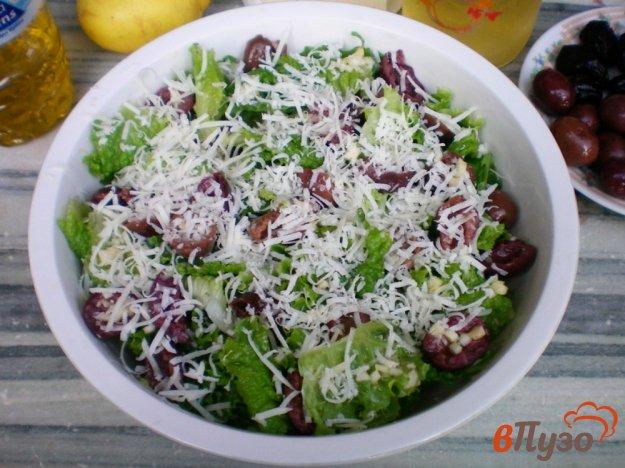 фото рецепта: Салат ромэн с оливками и сыром
