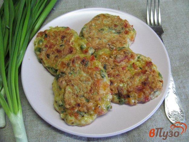 фото рецепта: Кабачковые оладьи с помидором