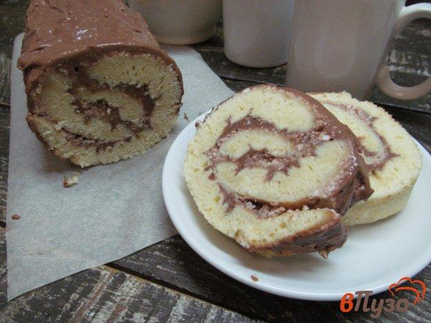 фото рецепта: Рулет с шоколадной и творожной начинкой