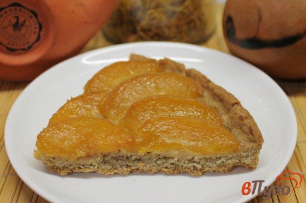фото рецепта: Пирог с консервированными персиками