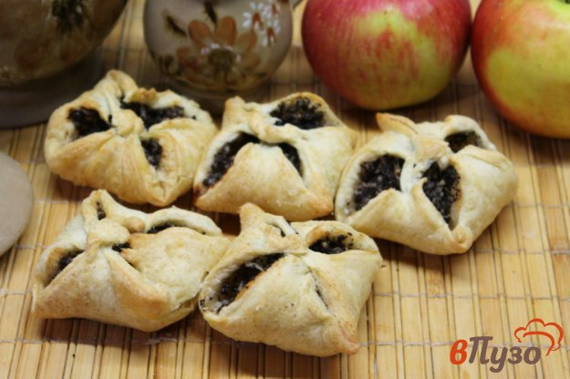 фото рецепта: Слойки с начинкой из мака и яблок