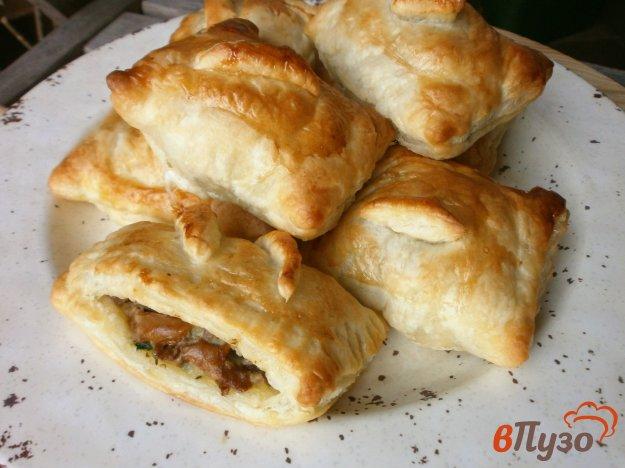 фото рецепта: Слойки с грибами, картофелем и сыром