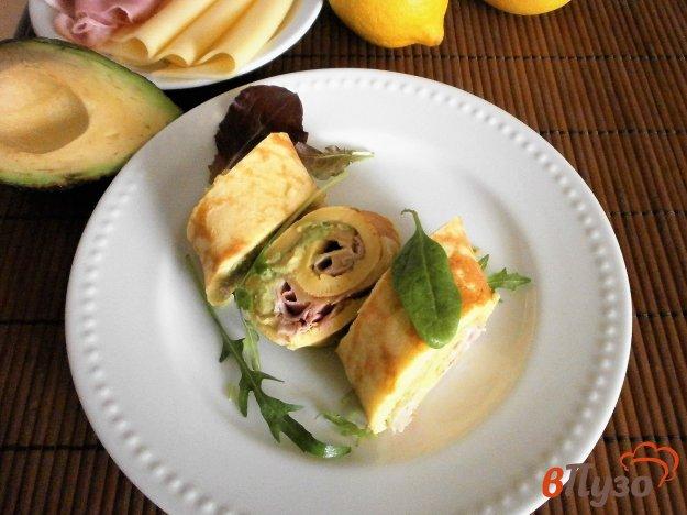фото рецепта: Французский омлет с авокадо, ветчиной и сыром