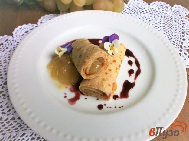 фото рецепта: Блины с виноградом под винным соусом
