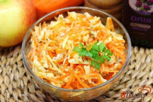 фото рецепта: Морковный салат с орехами и сыром