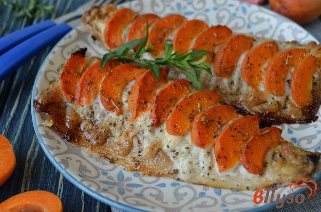 фото рецепта: Скумбрия, запеченная с абрикосами