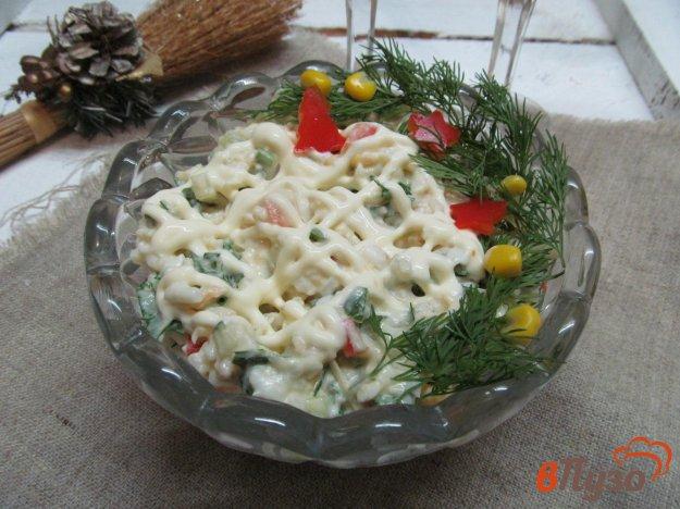фото рецепта: Салат из риса с консервированным лососем