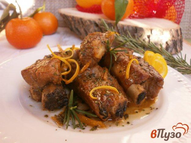 фото рецепта: Свинные рёбрышки в апельсиновом соусе с ароматными травами.