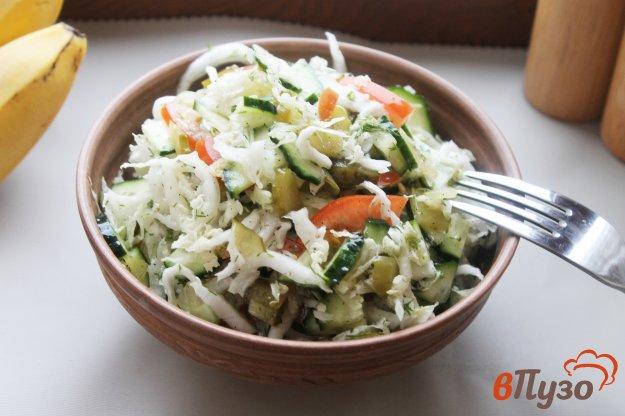 фото рецепта: Салат из пекинской капусты с соленым огурцом и помидором
