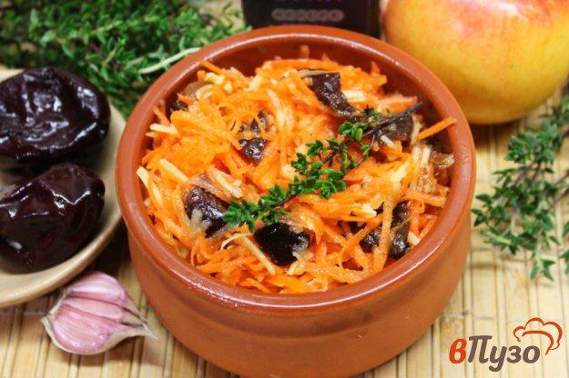 фото рецепта: Морковный салат с маринованной сливой