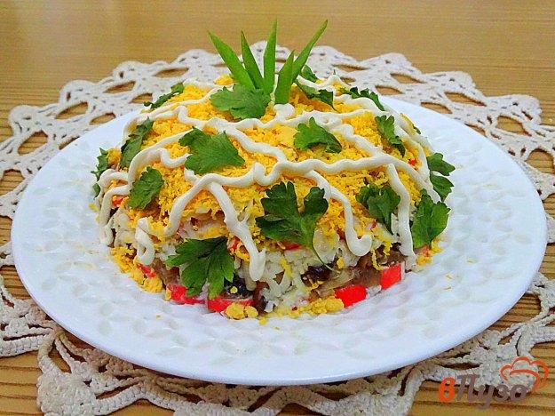 фото рецепта: Салат с крабовыми палочками, сыром и шампиньонами