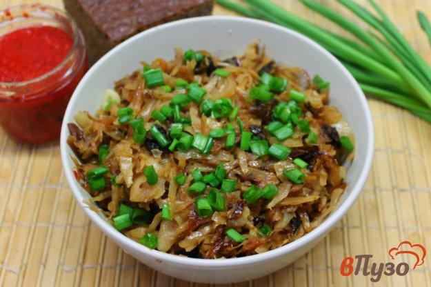 фото рецепта: Капуста тушеная с лесными грибами и маринованной сливой