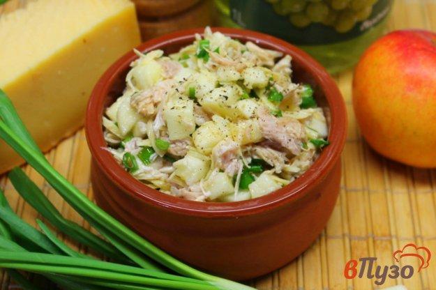 фото рецепта: Салат из курицы с яблоком и сыром