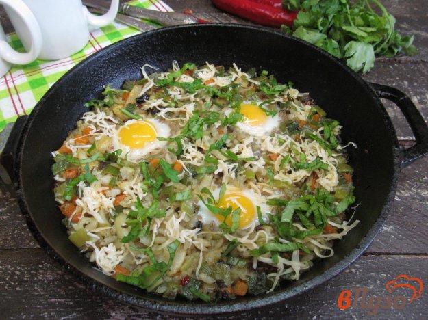 фото рецепта: Рис с овощами и перепелиным яйцом