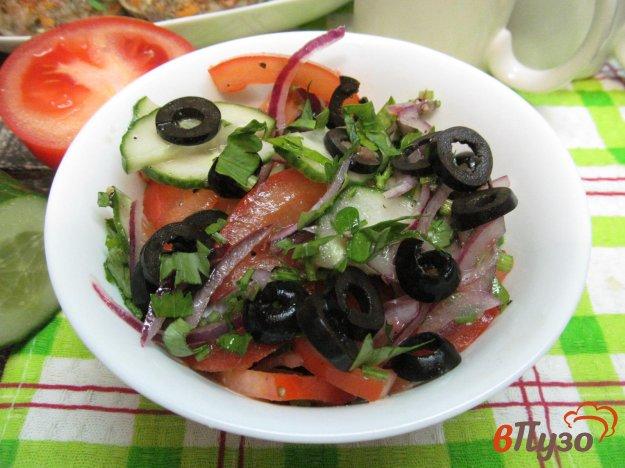 фото рецепта: Салат из помидора и огурца с заправкой из грейпфрута
