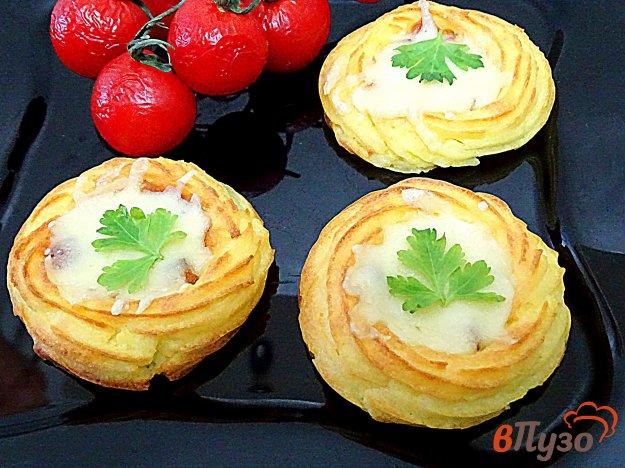 фото рецепта: Картофельные гнёзда с ыром и сосисками