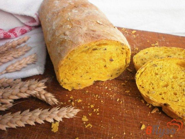 фото рецепта: Хлеб с куркумой, семенами льна, тыквенными семечками и овсяными хлопьями