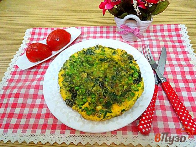 фото рецепта: Омлет со шпинатом, горошком и базиликом