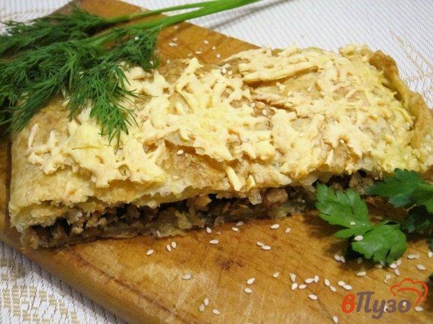 фото рецепта: Слоеный пирог с фаршем и грибами