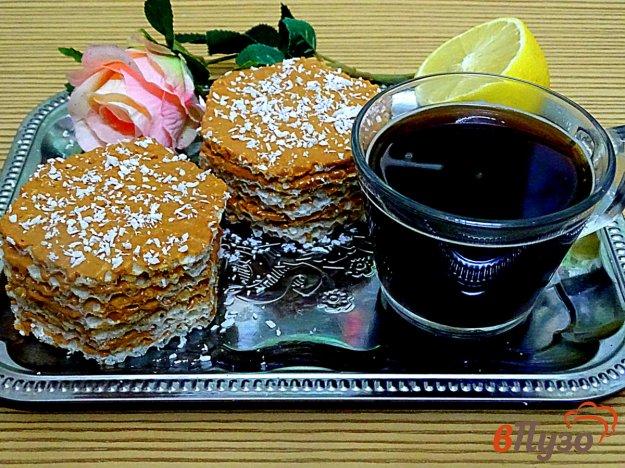 фото рецепта: Пирожные с вафлями и сгущёнкой